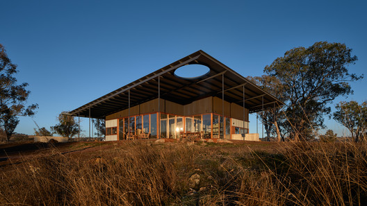 Upside Down Akubra House / Alexander Symes Architect
