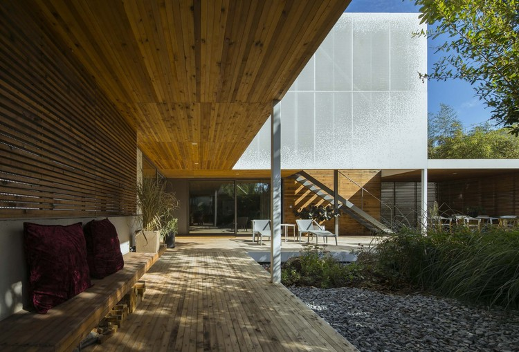 Two-Fold Yard / TAOA, courtyard. Image © Lei Tao
