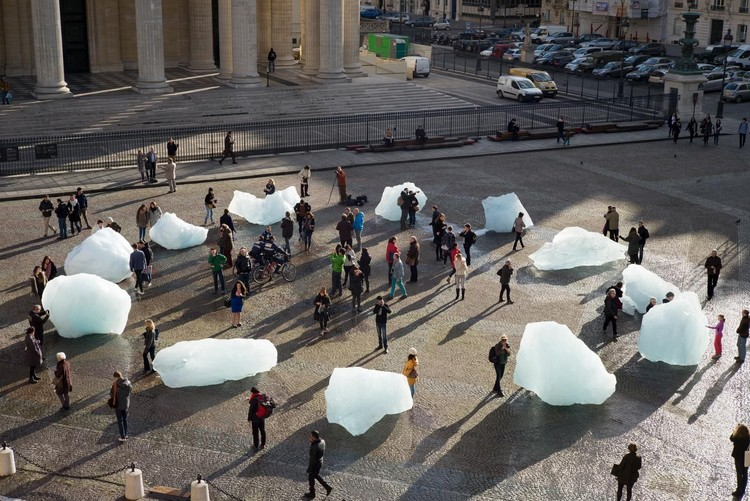 藝術與建筑:6個反應了氣候危機的藝術裝置, Ice Watch (City Hall Square, Copenhagen). Imagem: Anders Sune Berg. Imagem ? Studio Olafur Eliasson
