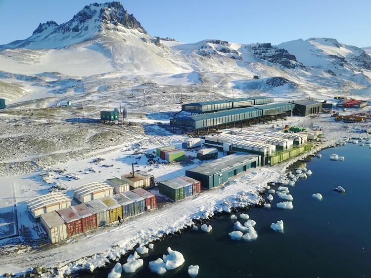 Estação Antártica Comandante Ferraz projetada pelo Estúdio 41 é inaugurada, Estação Antártica Comandante Ferraz. Foto: Divulgação Marinha do Brasil
