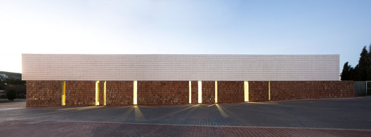 Multifunctional Cultural Space / Sanahuja&Partners