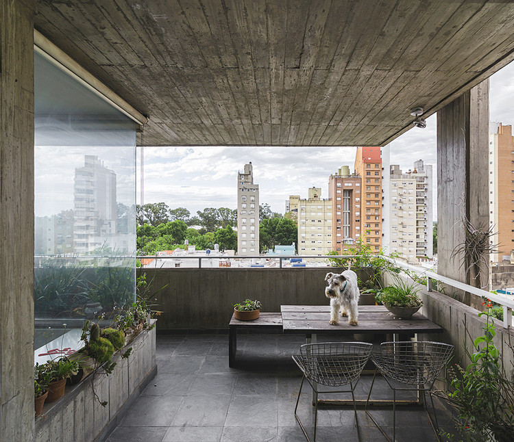 Exposed Concrete Apartments in Argentina, Guemes 2285 Building / Estudio Pablo Gagliardo. Image © Ramiro Sosa