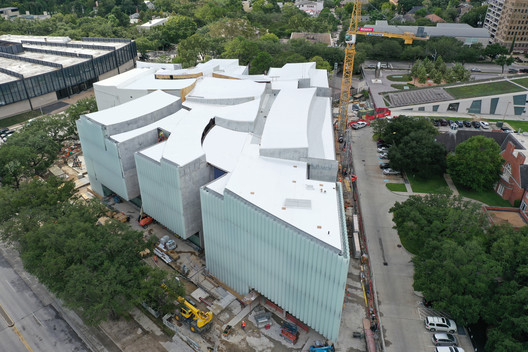 Aerial view of the Nancy and Rich Kinder Building.. Image © Richard Barnes