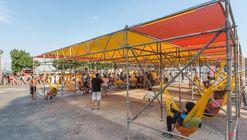 里约'连接'装置,彩色脚手架与吊篮提供市民空间 / Estúdio Chão