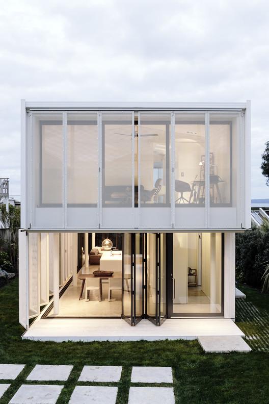 City Beach House  / Fearon Hay Architects