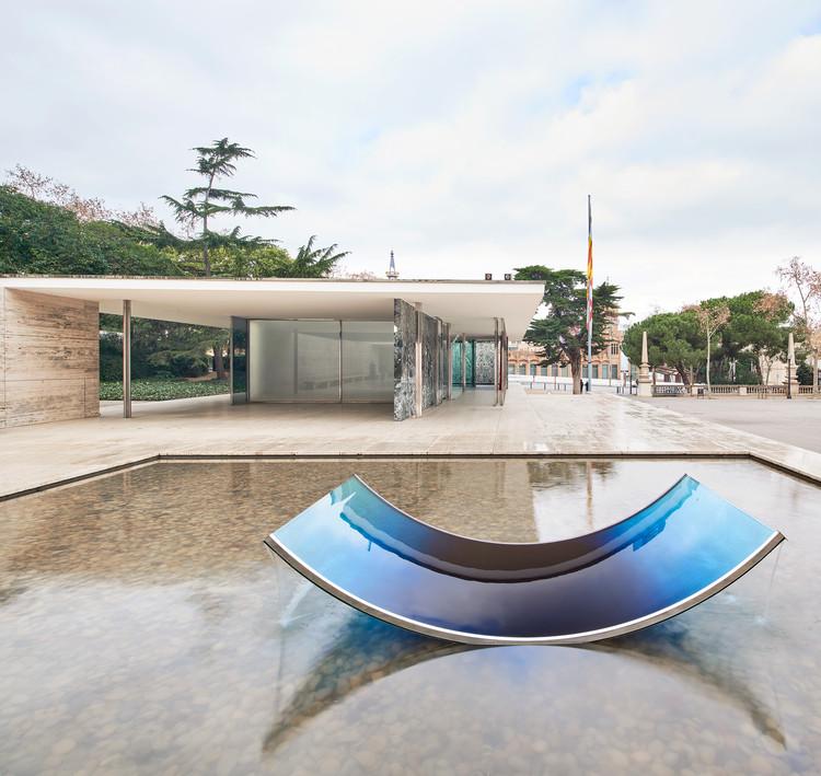 """""""No Fear of Glass"""", la intervención artística de Sabine Marcelis en el Pabellón Mies van der Rohe, © José Hevia"""