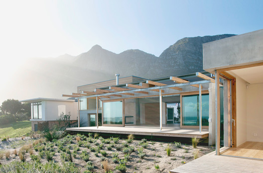 House Lowe - Betty's Bay / KLG Architects