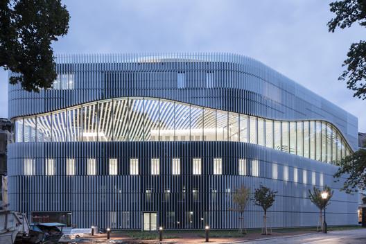 Paracelsus Bad & Kurhaus Swimming Facilities / Berger+Parkkinen Associated Architects