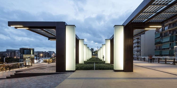 © Adrià Goula. ImageJardins suspensos de Sants em Barcelona / Sergi Godia + Ana Molino architects