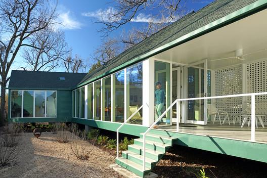 Model Infill House / Ben Koush Associates