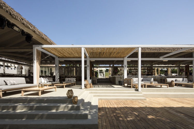 El Chiringuito Beach Bar & Restaurant / Anarchitect, © Ieva Saudargaite