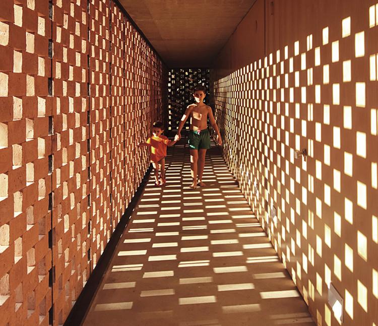 Casas de ladrillo en Argentina: 15 obras que exploran el diseño de tramas y patrones, Pabellón Experimental del Ladrillo / Estudio Botteri-Connell. Image © Gustavo Sosa Pinilla