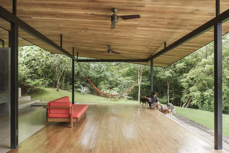 Casas en Costa Rica: cómo combinar madera y metal, © Fernando Alda