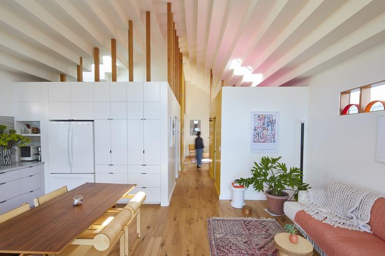 Bunch Design explora el futuro de la vivienda en Los Ángeles a través de unidades anexas, Highland Park ADU. Image Courtesy of bunchADU