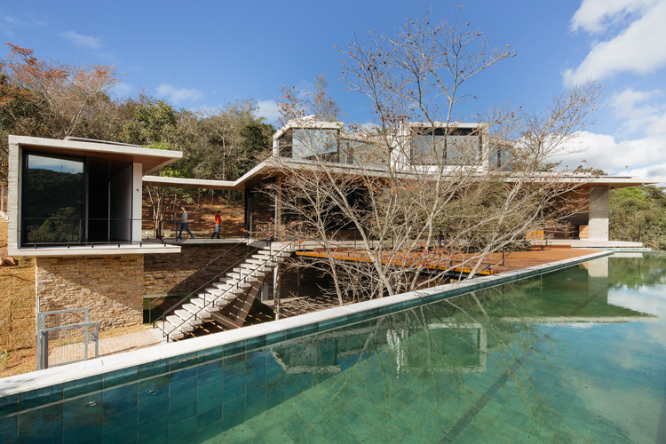 Elephant's Hill House / 24 7 Arquitetura, © Pedro Kok
