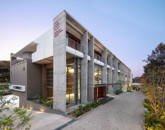 Centro internacional Bangalore / Hundredhands