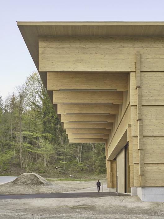 ROSSETTI+WYSS  Solid Timber – Material, Reduction, Balance, Woodshop AWEL, Andelfingen, Switzerland, Photo©Juerg Zimmermann, Zurich