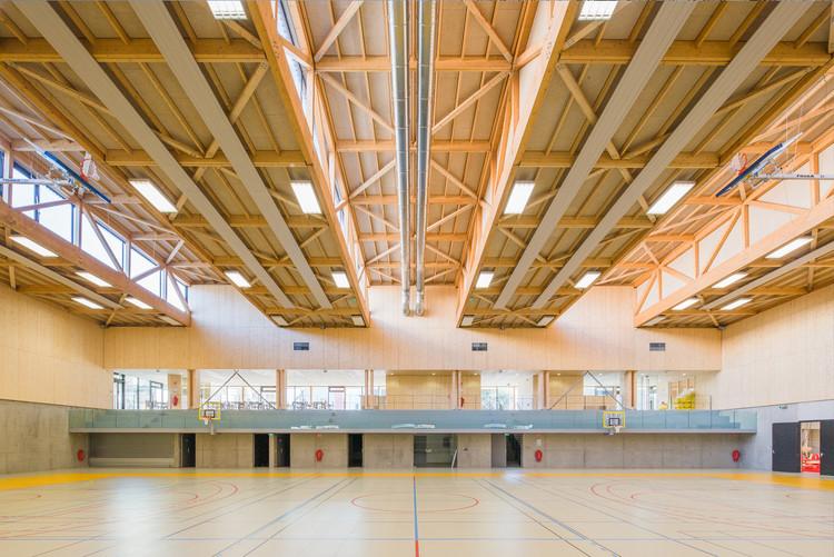 Arquitetura e esportes: 16 ginásios ao redor do mundo, Hacine Cherifi Gymnasium / Tectoniques Architects. Imagem © 11h45