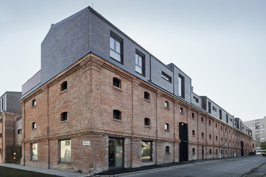 Jazz Loft Apartments / T2a Architects