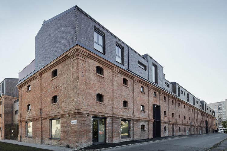Jazz Loft Apartments / T2a Architects, © Zsolt Batár