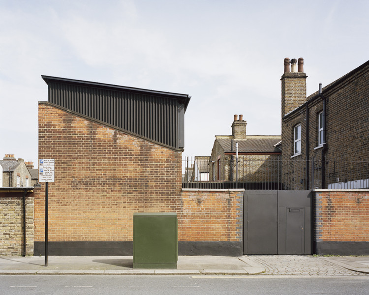 Windsor Road House / Russell Jones, © Rory Gardiner