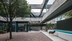 墨西哥八梁宅,混凝土的廢墟感 / Covachita Taller de Arquitectura