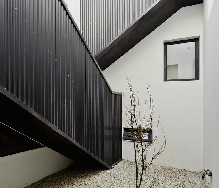 Dos casas Conte / Hitchhiker Militello Architects.  Imagen © Federico Coolegan