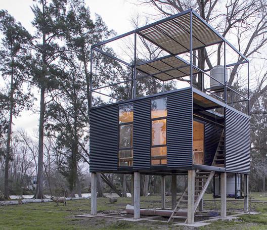 Delta Cabin / AToT-Arquitectos todo Terreno. Image © Manuel Ciarlotti