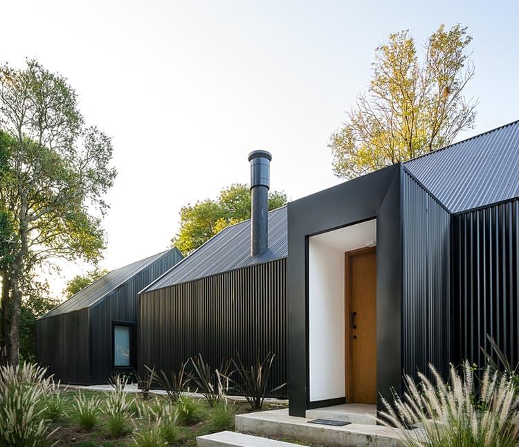 Casas de metal en Argentina: proyectos con revestimiento exterior de chapa ,  La Negrita / Morini Arquitectos. Image © Gonzalo Viramonte