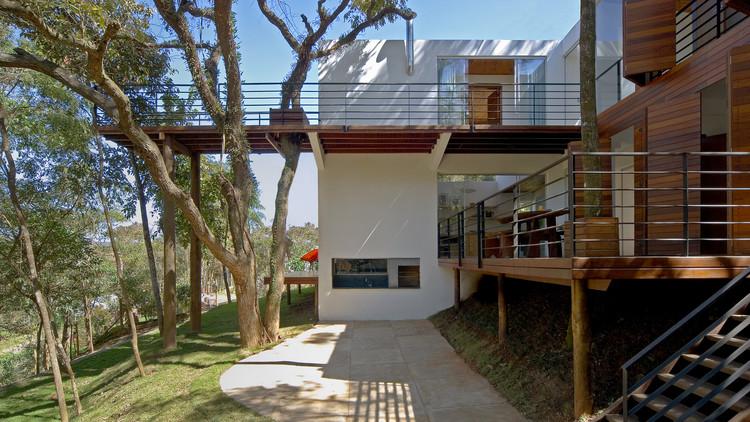Walkway House / TETRO Arquitetura, © Eduardo Eckenfels