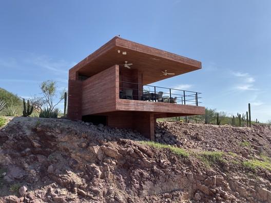 Casa a medio camino / Enrique Martin Moreno + Lucio Muniain et al
