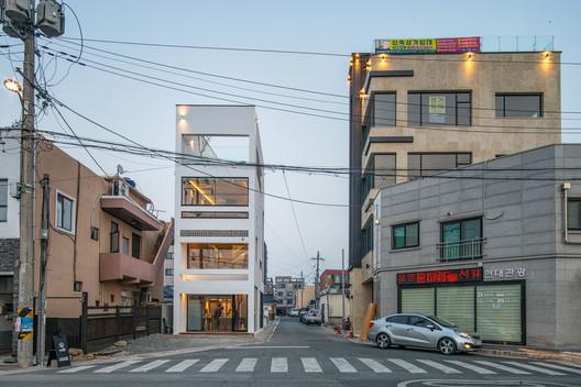 Roffi, un pequeño café / ADF Architects