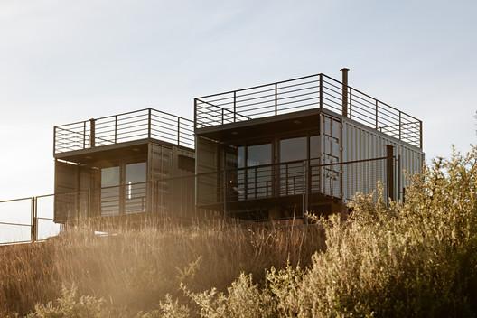 FEATURED IMAGE - Casa Cambará Container / Saymon Dall Alba Arquiteto + Mégui Dal Bó Arquiteta
