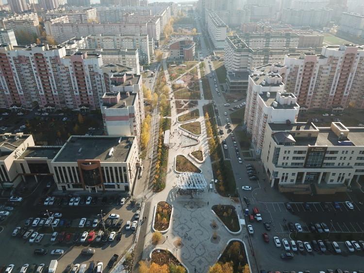 Un programa de parques rusos crea más de 350 espacios públicos y fomenta el talento del diseño local, El nuevo paisaje del parque White Flowers Boulevard en Kazan. Imagen cortesía de Fundación Instituto para el Desarrollo Urbano de la República de Tatarstán
