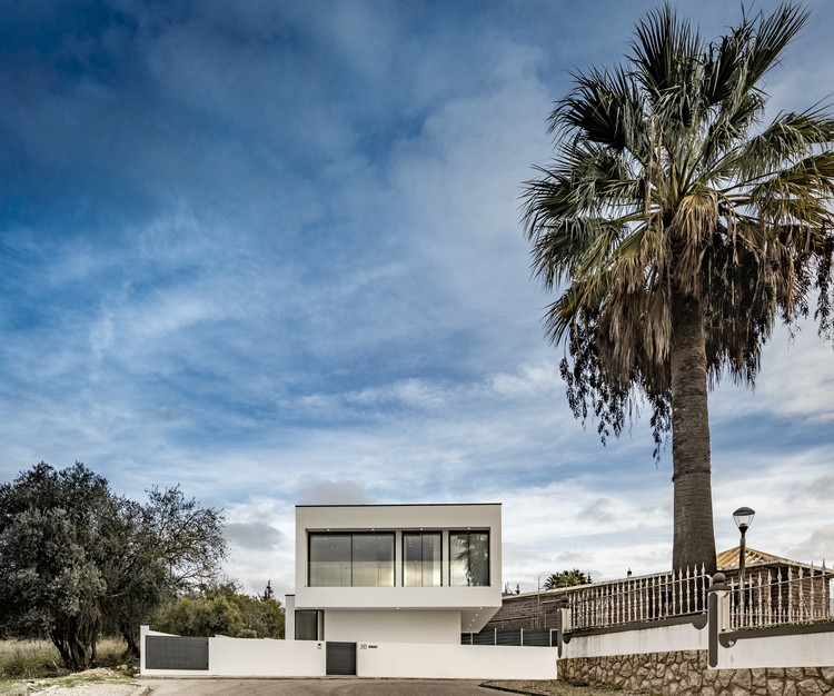 FG 30 House / Sérgio Miguel Godinho Arquiteto, © João Guimarães