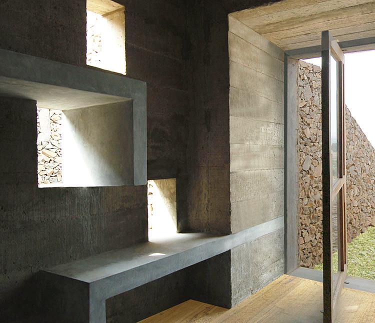Mobiliario integrado a la arquitectura: 10 ejemplos en viviendas de Perú , Casa Pachacamac / Longhi Architects. Image © Elsa Ramirez