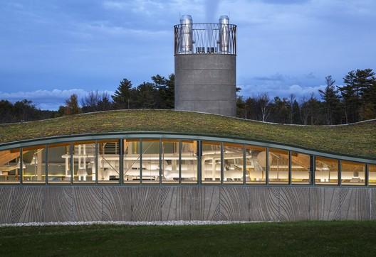 Hotchkiss Biomass Power Plant / Centerbrook Architects & Planners. Image © David Sundberg/Esto
