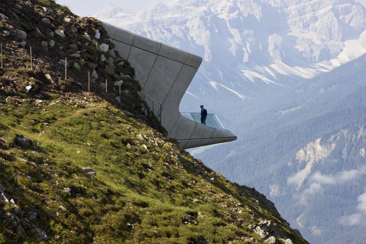 Peregrinações arquitetônicas: até onde vamos para conhecer uma obra icônica?, Museu Messner da Montanha Corones / Zaha Hadid Architects. Imagem: © inexhibit.com