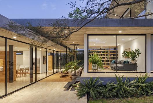 Tacuri House /  Gabriel Rivera Arquitectos