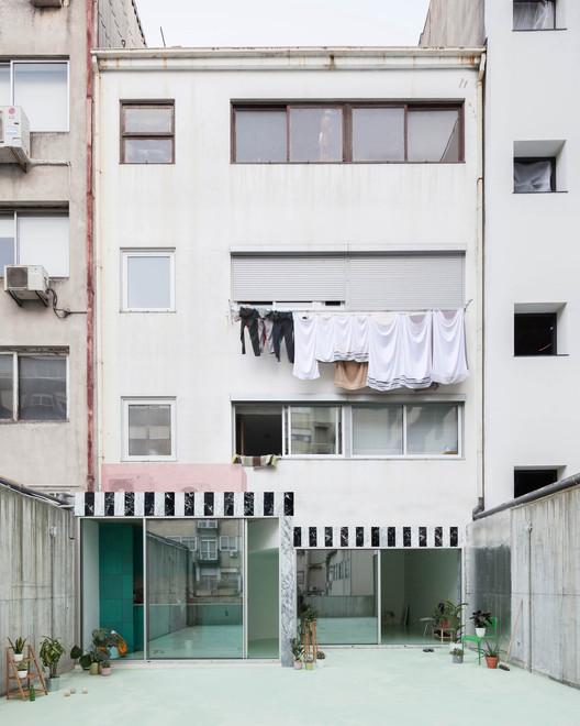 Apartamento com um piso menta no Porto / fala, © Ricardo Loureiro