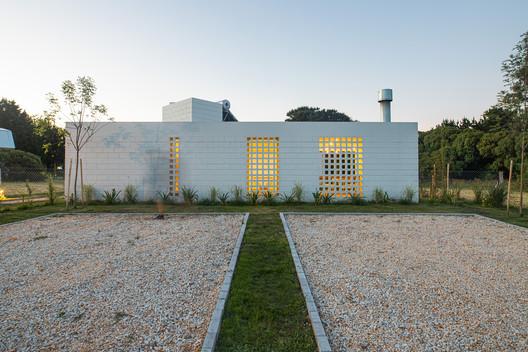 White Houses Chapadmalal / BiK Arquitectura