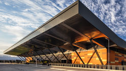 Aeropuerto Internacional Florianópolis / Biselli Katchborian Arquitetos