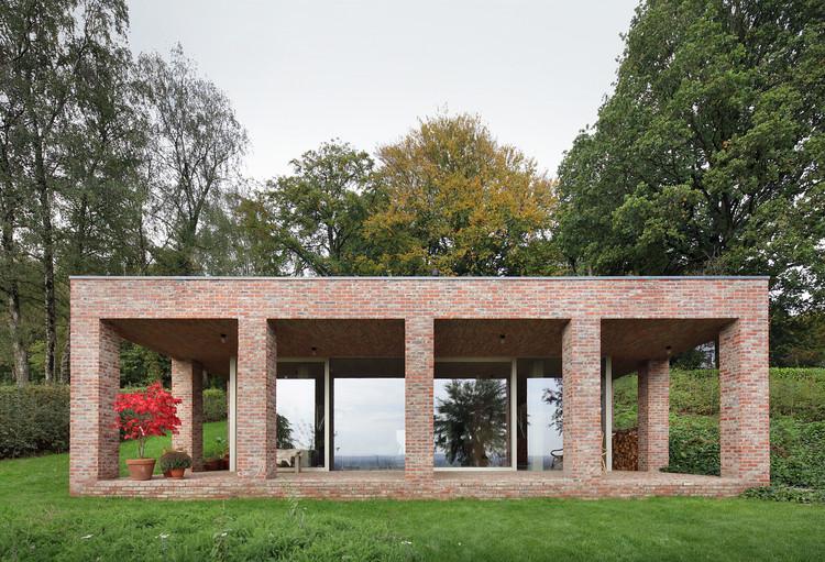 Sloped Villa / Studio Okami Architects, © Filip Dujardin
