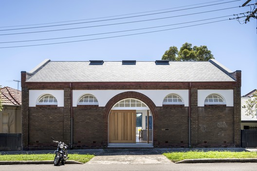 Drill Hall House / Tobias Partners