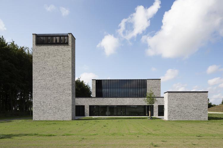 The Architecture of the Crematorium in 10 Projects, Communal Crematorium / Henning Larsen. Image  Anders Sune Berg