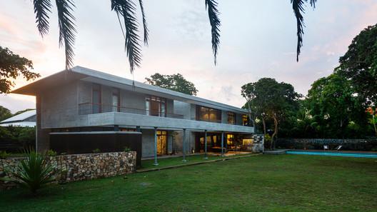 House in a Garden / Studio Lotus