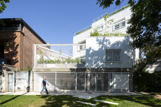 Commodore Apartment Building / Planta