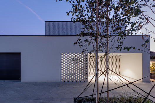 BLNT house / AT26 architects