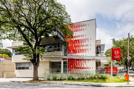 Cultura Inglesa São Bernardo do Campo / Rafael Perrone Arquitetos Associados