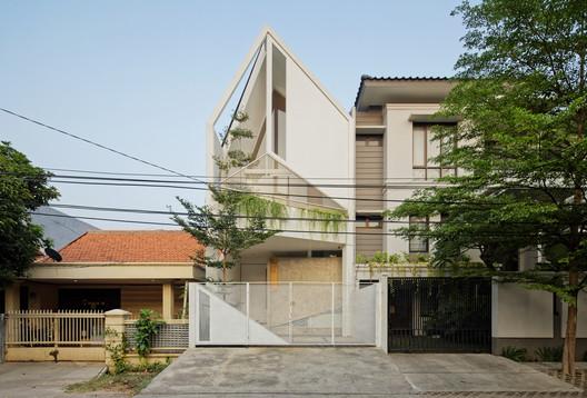 Residencia Trow / DELUTION